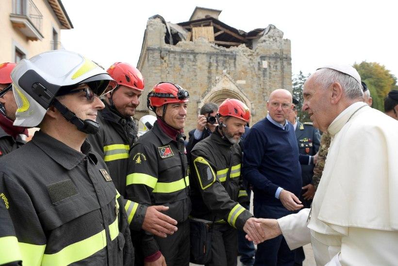 FOTOD | Paavst tegi üllatusvisiidi maavärinast räsitud Amatrice linna