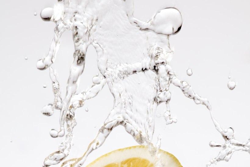 Vesi sidruniga, aga kõrrega!