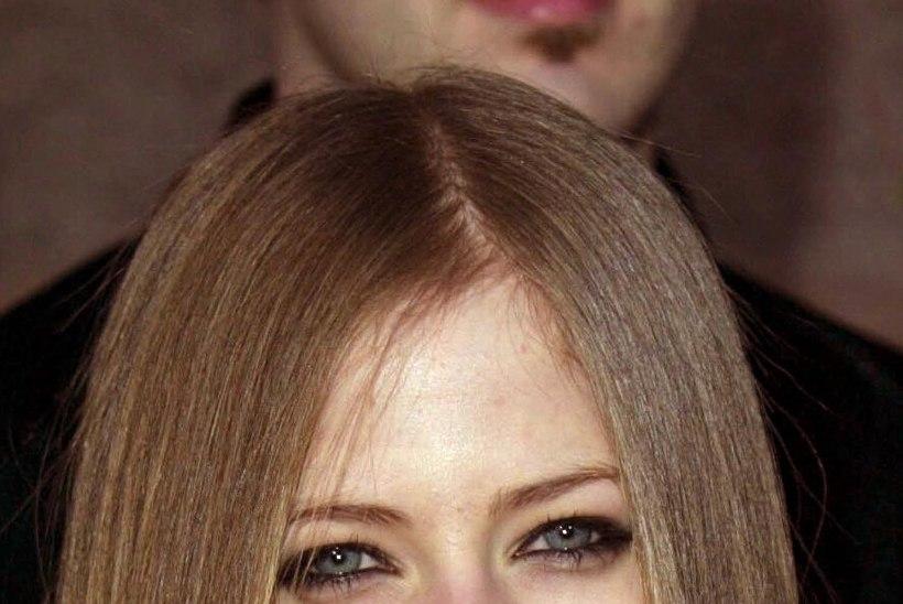 Vapustav vandenõuteooria: Avril on juba 13 aastat surnud!