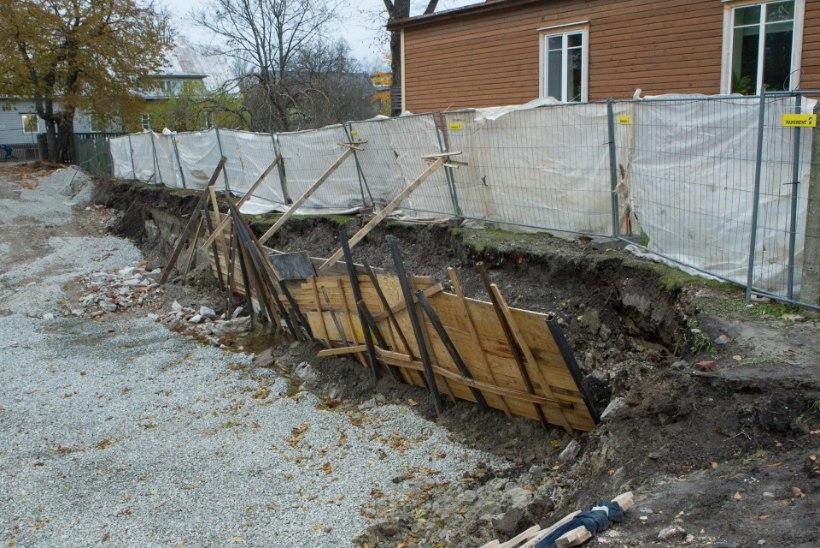 Tulid ehitajad. Kaevasid augu. Varsti ähvardas kuristik naabermaja alla neelata