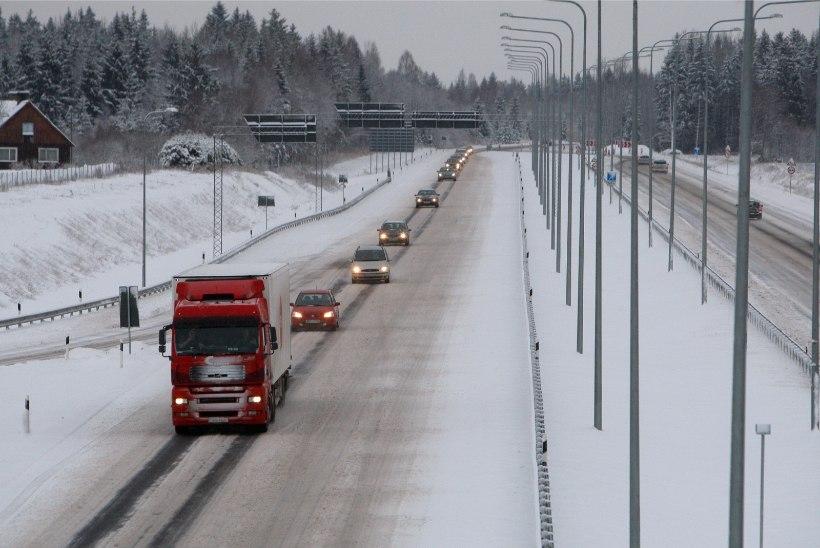 Maanteeamet hoiatab: õhtul muutuvad teed libedaks
