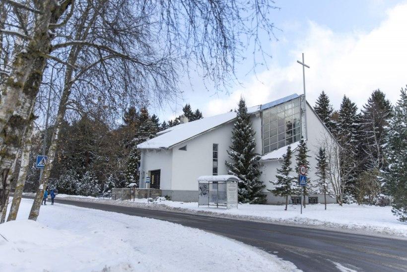 Kirikukatuselt pudenenud jääpurikas tabas koolitirtsu pähe