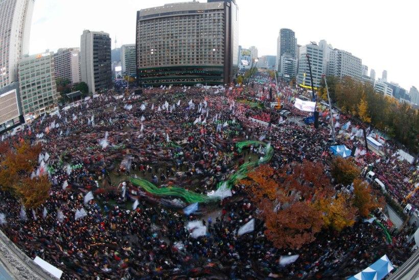 FOTOD   Tohutu rahvamass nõuab Lõuna-Korea presidendi tagasiastumist