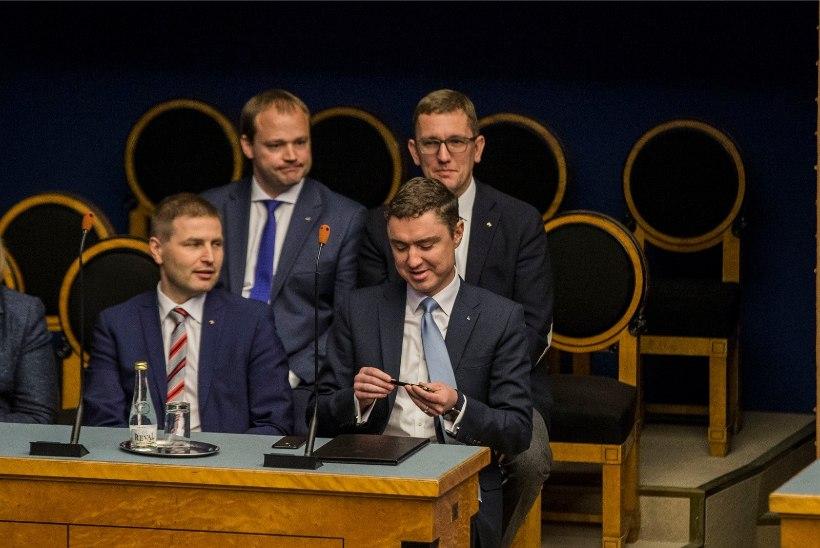MINISTRID RAHVASAADIKUTEKS: asendusliikmed saavad riigikogust lahkudes kopsaka hüvitise
