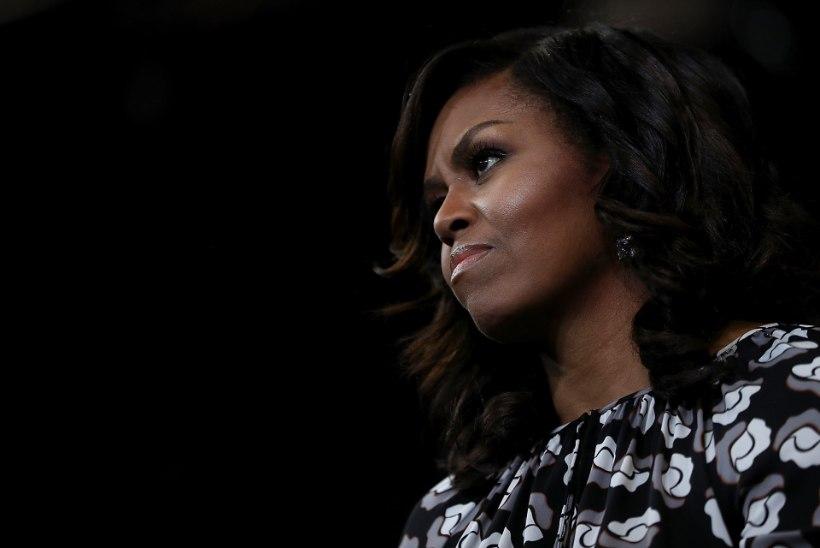 """SKANDAAL: Clay linnapea peab Michelle Obamat """"kontsadel ahviks"""""""