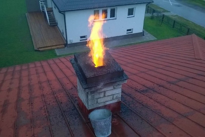 Poolteist kuud pärast korstnapühkija käiku põles korsten nagu vulkaan!