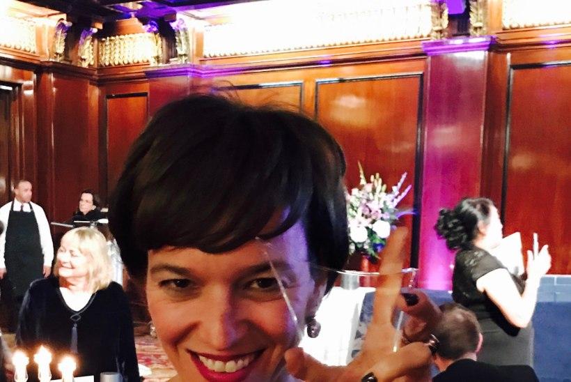FOTOUUDIS   Kõue mõisa omanik Mary Jordan võttis vastu väärika auhinna