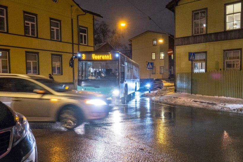 Bussijuht: džiip oli teel risti ees, narkouimas juht rooli taga siruli