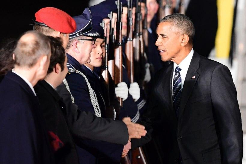 FOTOUUDIS   President Obama kohtub Merkeliga