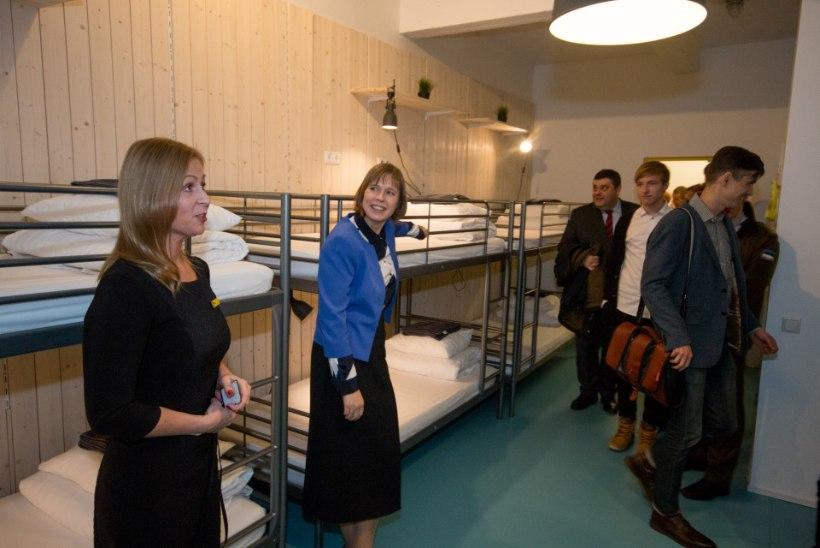 FOTOD | LIHTNE VALIK! Kaljulaid ööbis kahepäevase Jõgeva- ja Tartumaa ringsõidu ajal hostelis