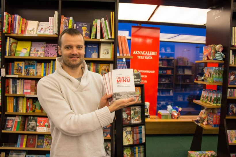 """GALERII   Raamatu """"Linn on minu"""" esitlus tõi raamatupoe puupüsti rahvast täis"""