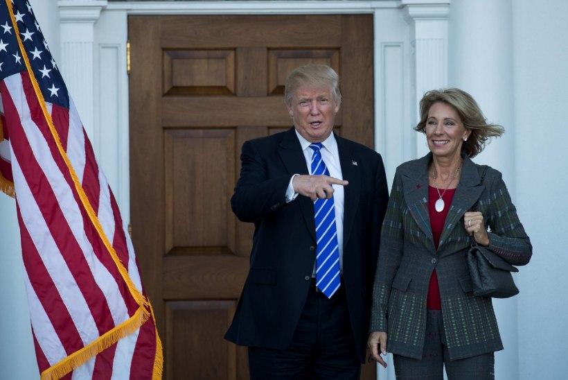 Donald Trump nimetas oma administratsiooni kaks naist