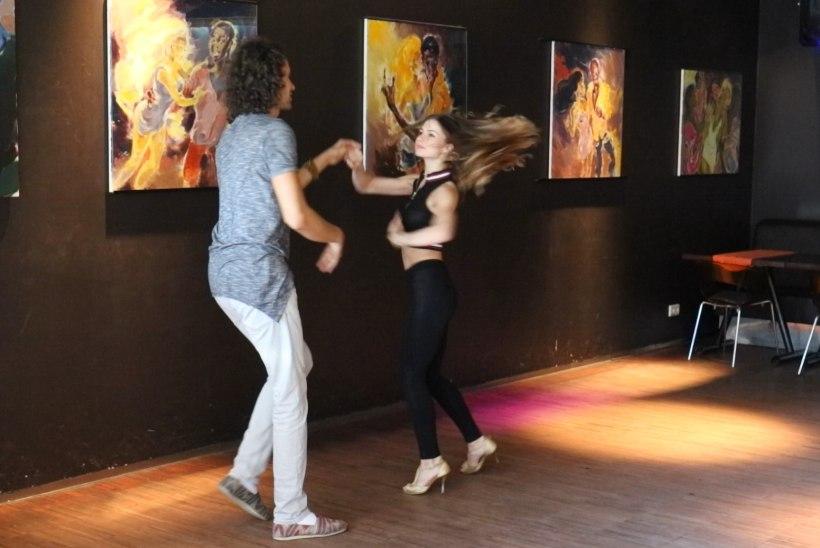 ÕHTULEHE VIDEO   VÄLISMAALASED EESTIS: Serbiast pärit Nemanja õpetab eestlasi tantsima