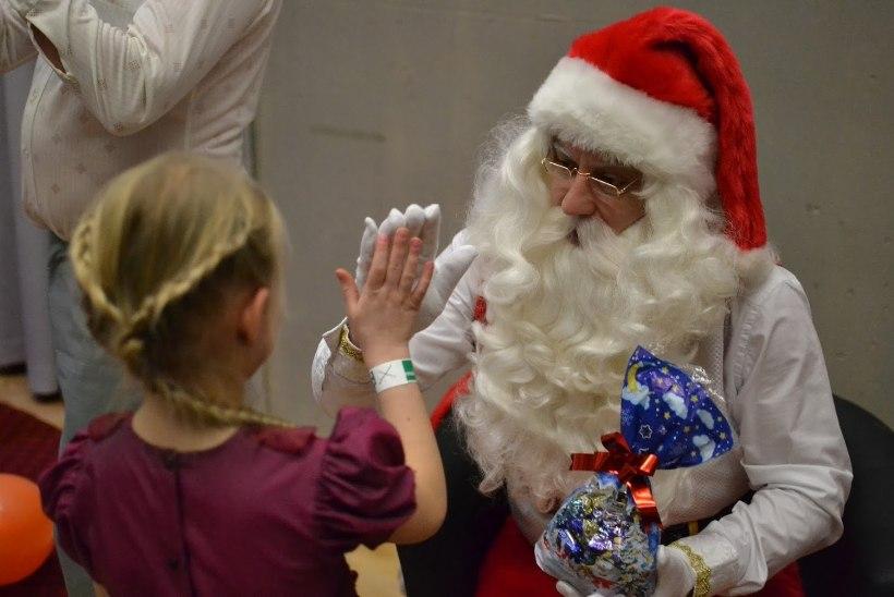 """Üle-eestiline heategevusüritus """"JCI Jõulupuu"""" aitab jõuludeks täita 682 majanduslikes raskustes lapse kingisoovid"""