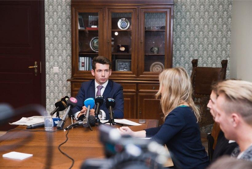 Repinski tuli tööle ja ministeeriumi avalike suhete juht lahkus päevapealt