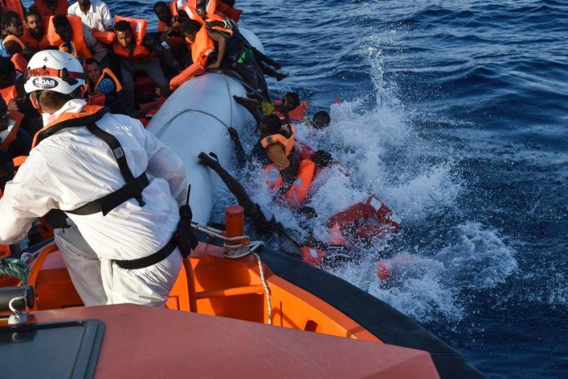 FOTOD | Kahes paadiõnnetuses hukkus Vahemerel 240 migranti, vaid mõnikümmend päästeti