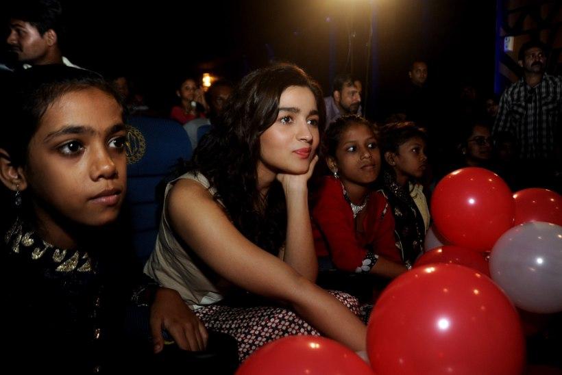 India kinod peavad enne igat filmiseanssi hümni mängima hakkama