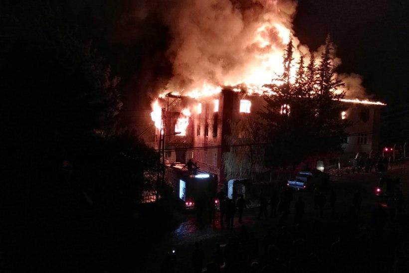 TRAGÖÖDIA TÜRGIS: õpilaskodus puhkes tulekahju, hukkus 11 tüdrukut