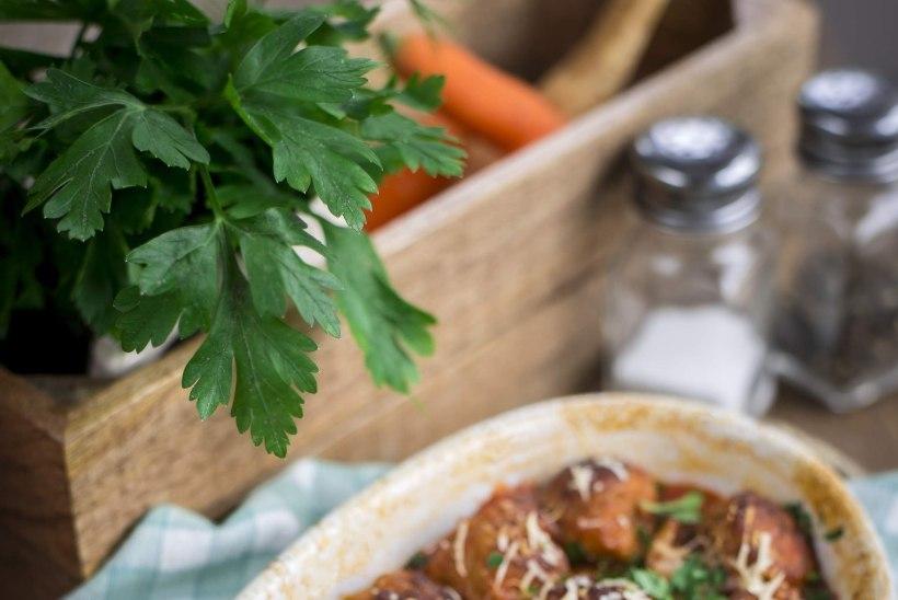 Soojendav ja tervislik retsept nädalavahetuseks: tomatine ahjuvorm lihapallidega