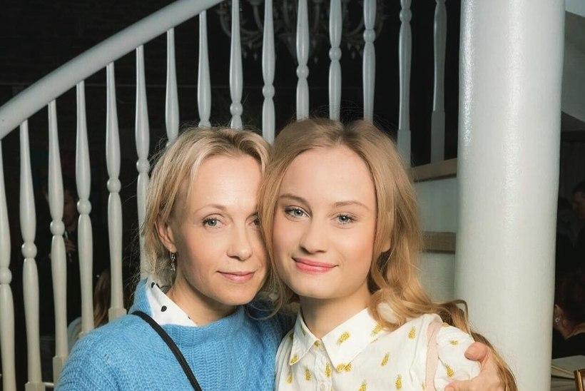 ARMAS ema-tütre pilt ehk Piret Kalda ja Amanda Hermiine Künnapas on äravahetamiseni sarnased!