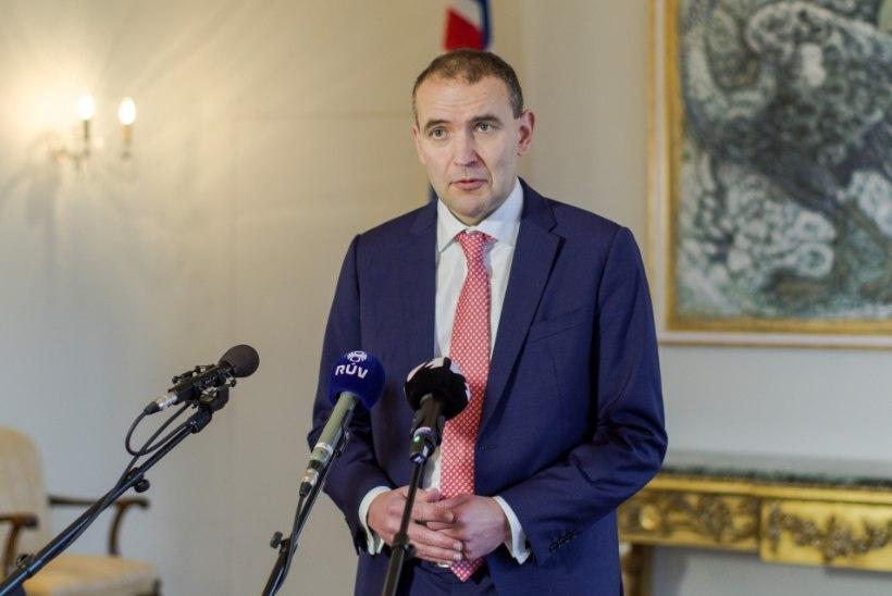 Islandi president annetab palgalisa heategevuseks