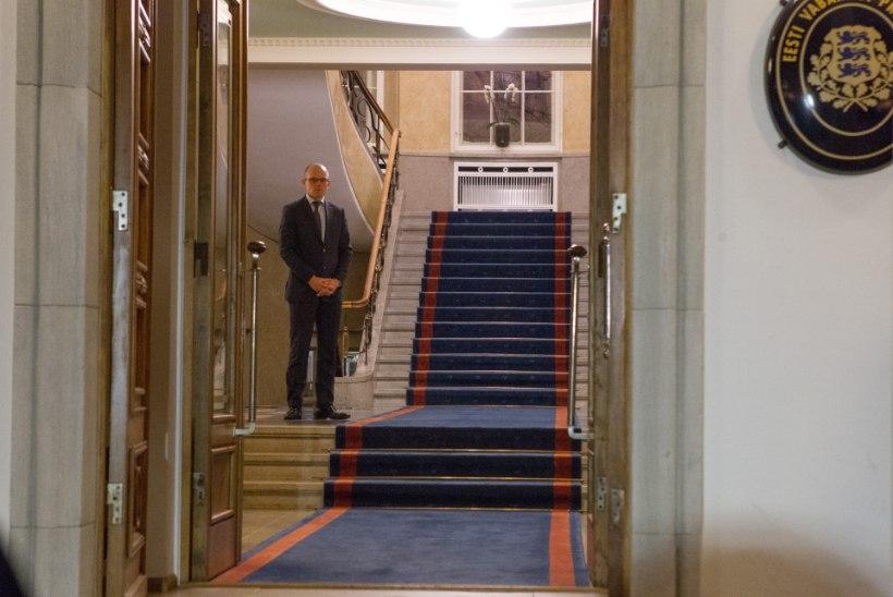 GALERII | Kaljulaid vestles ametist tagandatud peaministriga, edasi kohtutakse parlamendierakondade juhtidega