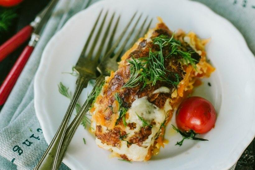 Kosutav õhtusöök: juustune lõhevorm köögiviljadega