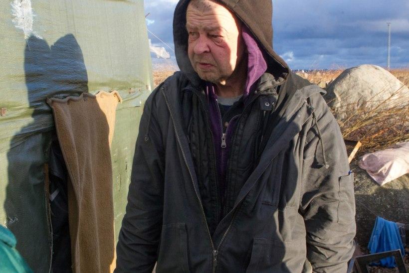ÕHTULEHE VIDEO | Dokumentideta võõras riigis: soomlane Ari elab võideldes viinakuradiga linnahalli tühermaale püstitatud  kodutute telklaagris