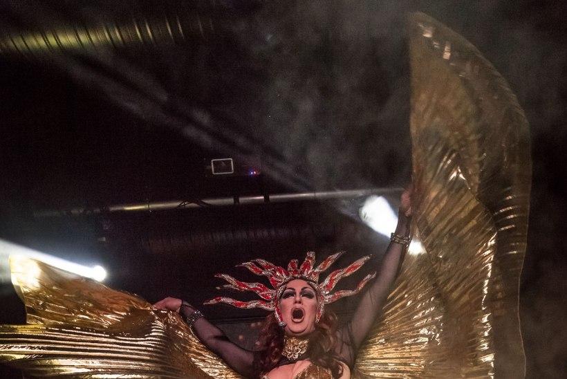 Geiklubi avapeol möllasid poolalasti tantsijad
