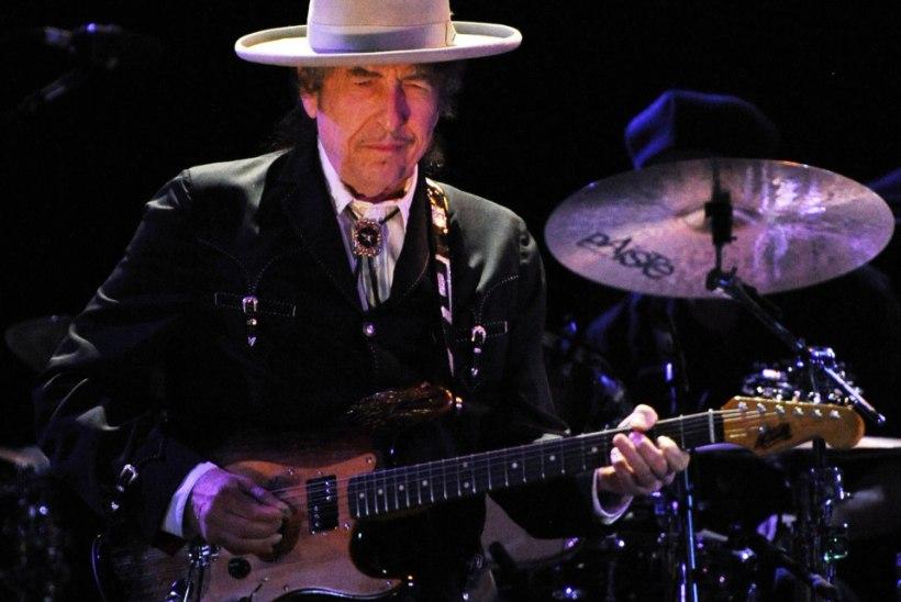 Nobeli galalt puudunud Bob Dylan püüab oma prohmakat hüvitada