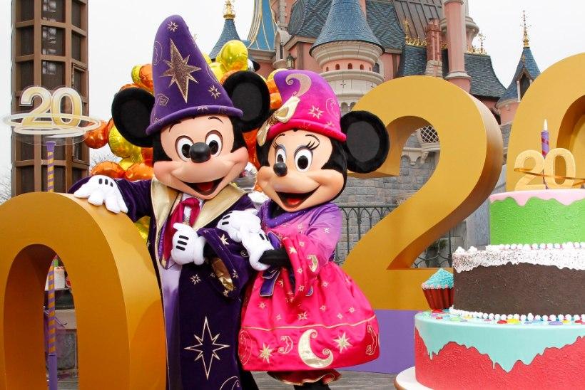 KAS TÕELINE TALVE VÕLUMAA? Vaata, milline melu ja elu käib jõulude eel Disneylandis