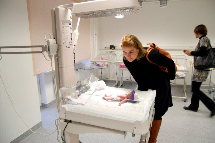 VIDEO | 480 grammi raskune beebi Anni õpetab tudengeid enneaegu sündinud lastega toimetama