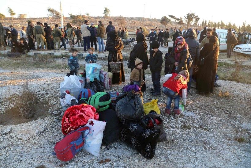 Süürias jätkub inimeste evakueerimine Aleppost