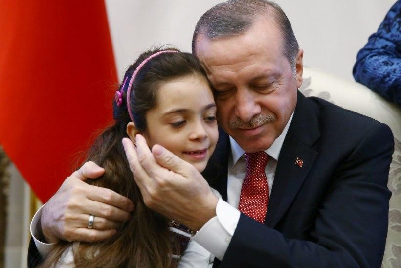 FOTOD | Türgi president Erdoğan kohtus Süüria tüdruku Bana Alabediga