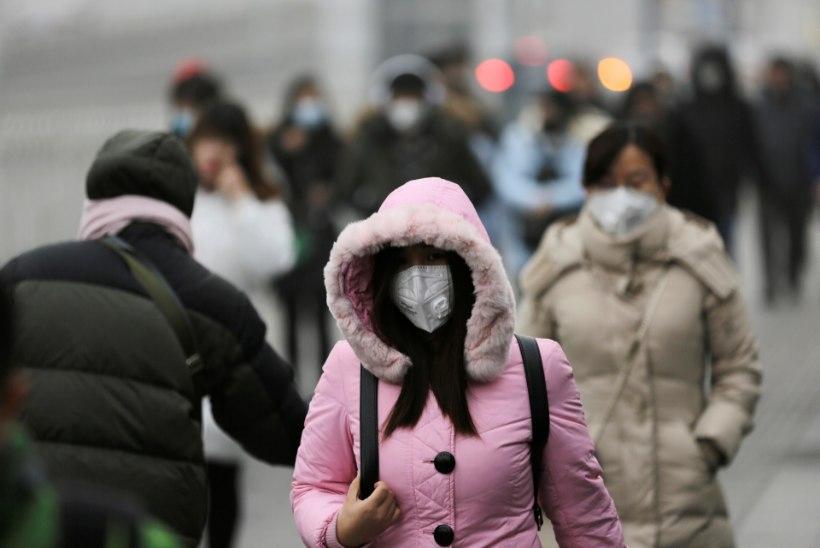 Hiinas põgenevad inimesed eluohtliku sudu eest