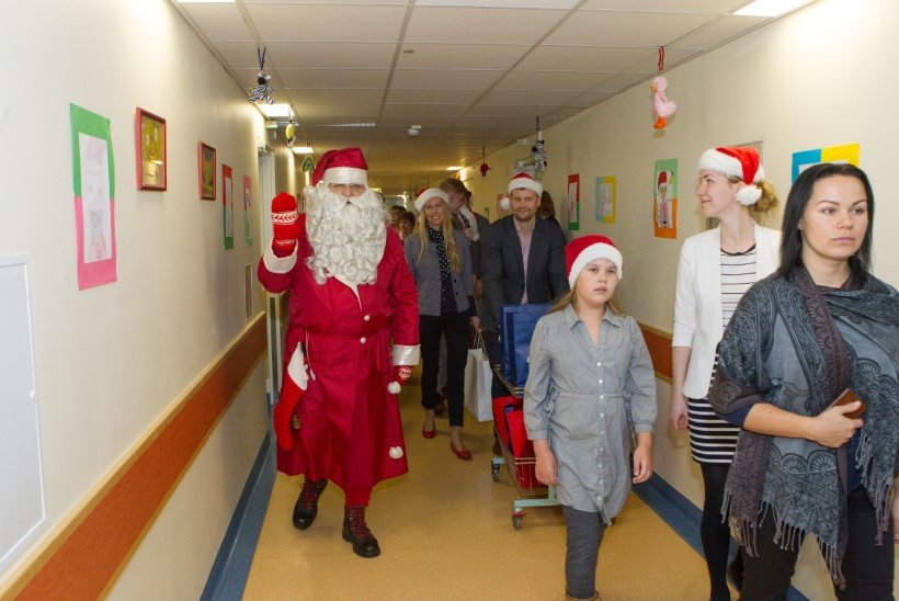 GALERII | Jõulumeeleolu käisid Tallinna lastehaiglas loomas jõuluvana ja Mikk Mäe