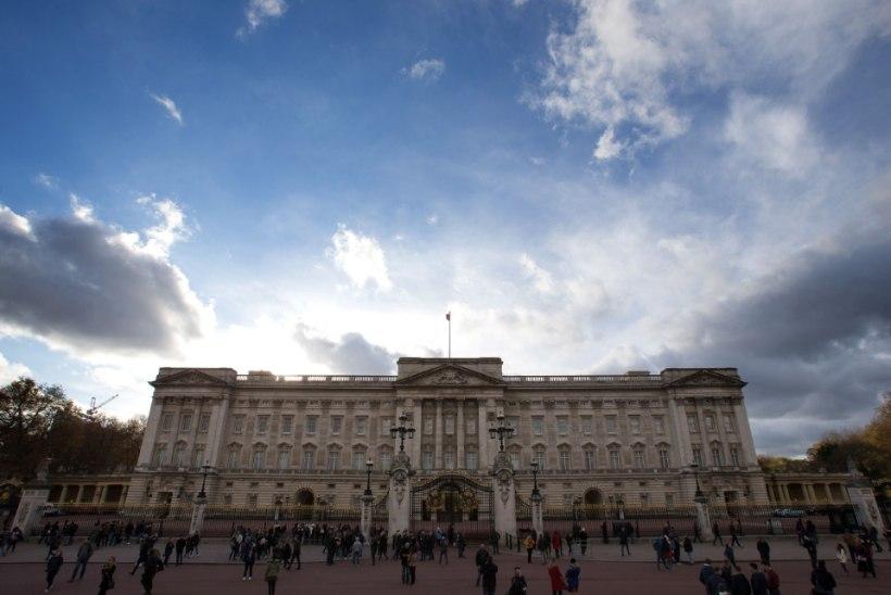 Briti politsei sulges Buckinghami palee juurde viivaid teid