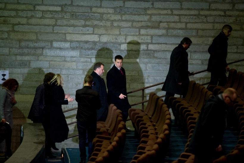 Peaminister Jüri Ratas käis lagunevas ja räämas linnahallis