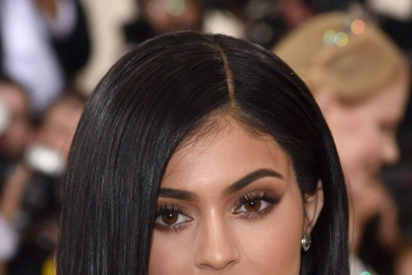 Kas Kardashianide väikeõde on lasknud oma tagumikku suurendada?