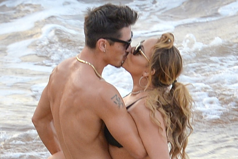 Mariah Carey ameles oma noore tantsupoisiga merelainetes