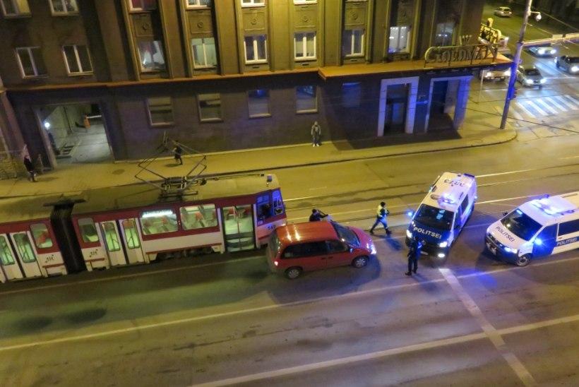 Narkojoobe kahtlusega autojuht takistas trammiliiklust