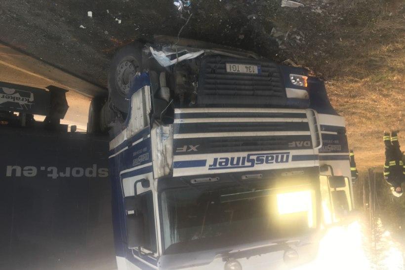 FOTOD   Tallinna-Pärnu maanteel sai liiklusõnnetuses viga politseinik