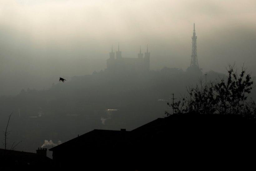Kümnendi kõrgeim õhusaaste sundis Pariisi võime rakendama liikluspiiranguid