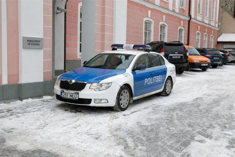 Politseinik sai õnnetuses vigastada