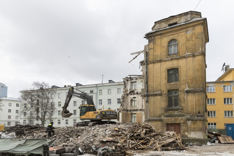 Tallinna kesklinnas lammutati üks viimaseid Kompassi asumi maju