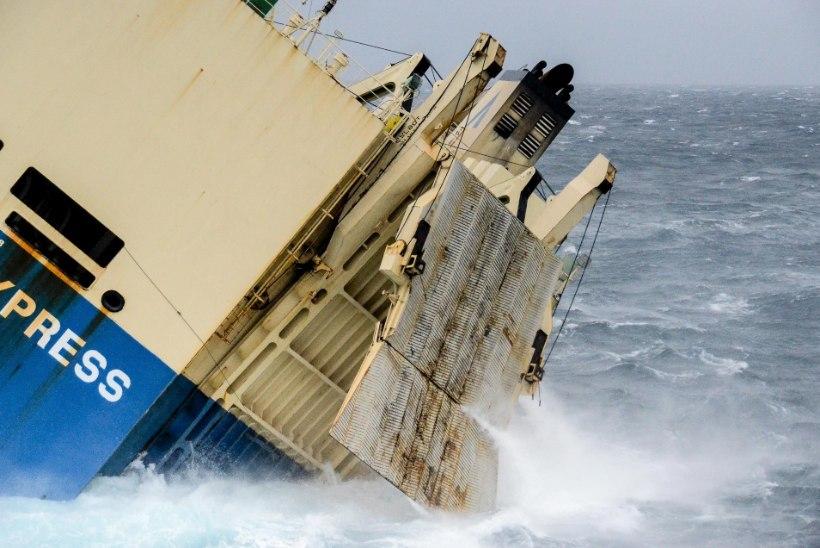 FOTOD | Prantsusmaa poole triivib kreenis kaubalaev