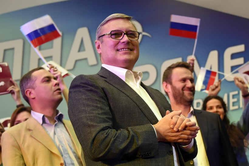 Kasjanovit rünnati Moskva restoranis suure tordiga
