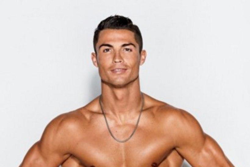 MIDAGI NAISTELE! FOTOD | Kas leidub naist, kes ei sooviks Cristiano Ronaldo võimsatelt kõhulihastelt näiteks vahukoort limpsida?