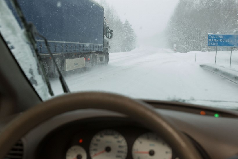Hoiatus: liiklejatel tuleb arvestada muutlike teeolude ning võimaliku libedusega