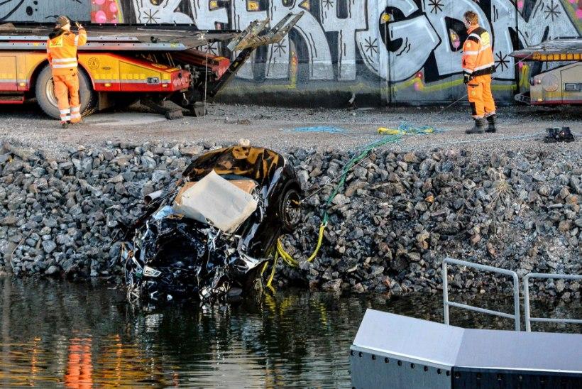 Briti rock-bänd sööstis Rootsis kiirteelt kanalisse ja hukkus
